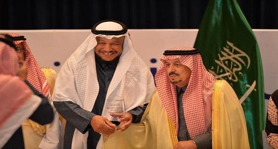 أمير الرياض يكرم سعيد العجل في «لأجلهم نلتقي»