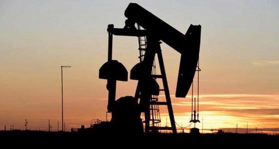 أسعار النفط تستقر بعد انخفاض والأنظار على مخزونات أمريكا