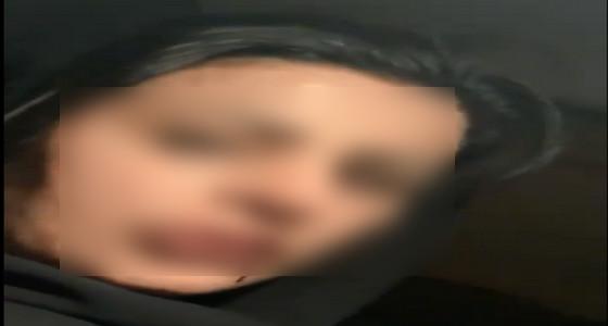 بالفيديو.. مواطنة تكشف تعنيفها وضربها على يد شقيقها