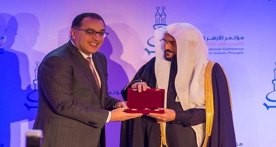 الرئيس المصري يكرم وزير الشؤون الإسلامية لدوره في تجديد الخطاب الديني ومواجهة الفكر المتطرف