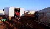 عائلة سورية نازحة: ليست لدينا خيمة ونأكل ونشرب ونستحم وننام بالسيارة