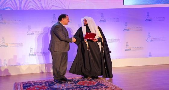 أمين عام الأخوة الإنسانية يهنئ وزير الشؤون الإسلامية السعودى بمنحة وسام العلوم من الطبقة الأولى
