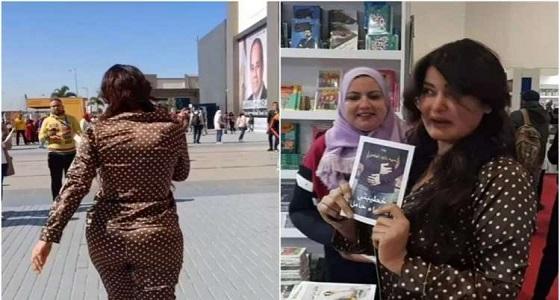 بالفيديو..الراقصة سما المصري في معرض الكتاب بـ «البيجامة» والأمن يطردها