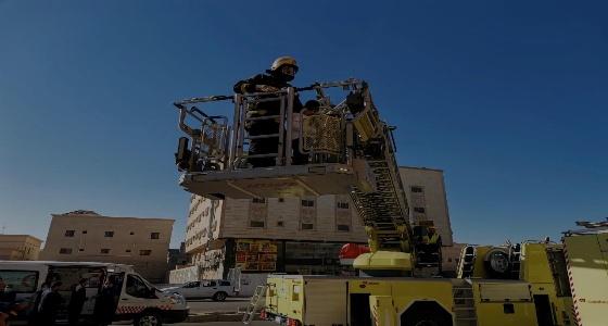 إخلاء 23 شخصًا بعد اندلاع حريق داخل غرفة غسيل في القطيف