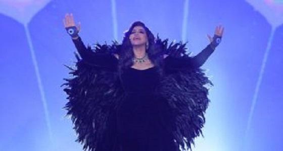 بالصور.. أحلام تتزين بمجوهرات بقيمة 7 مليون دولار في حفل الرياض
