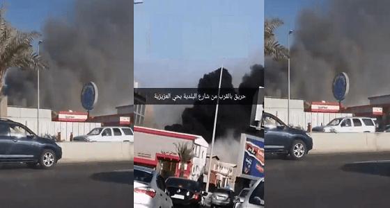 بالفيديو والصور ..الدفاع المدني يسيطر على حريق مجمع المواد الكهربائية في جدة