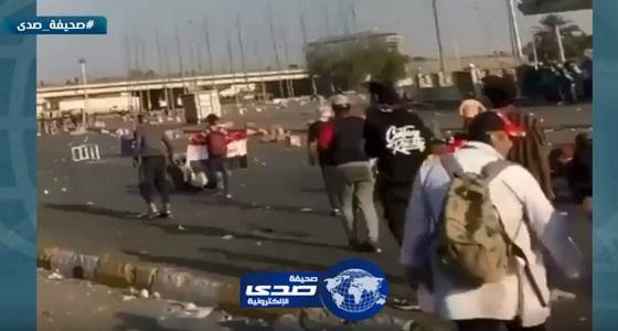مقطع صادم للحظة استهداف متظاهر عراقي بالرصاص الحي