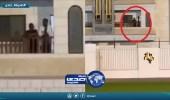 بالفيديو..شخصان يشاهدان تدريبات برشلونة من شرفة المنزل
