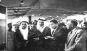 خادم الحرمين في معرض صناعة الزيت بالرياض قبل 62 عامًا