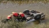 بالصور..مصرع شخص إثر سقوط مركبته بمستنقع في جدة