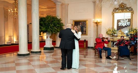 ترامب وميلانيا يرقصان احتفالا بعيد زواجهما الـ15