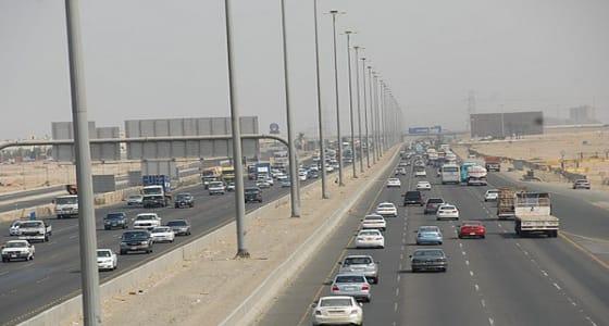 حادث يعيق الحركة المرورية على طريق الحرمين بجدة