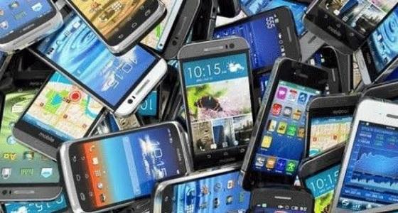 خبراء يحذرون من استمرار استخدام الهواتف القديمة