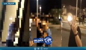 شاهد بنات يتعرّضن لمضايقات في مول بجدة