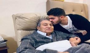 حفيد مبارك: «توفي جدي على سريره وأعدائه في السجن»