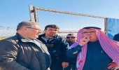 سفير قطر في غزة بـ «السيجار» بعد التنكيل بجثة شهيد فلسطيني بجرافة إسرائيلية