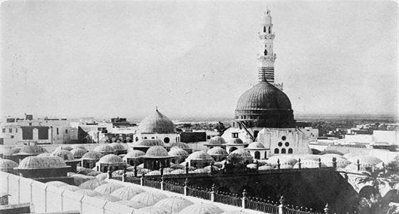 مقطع نادر لأول بث للأذان من المسجد النبوي عبر استديوهات المدينة للعالم