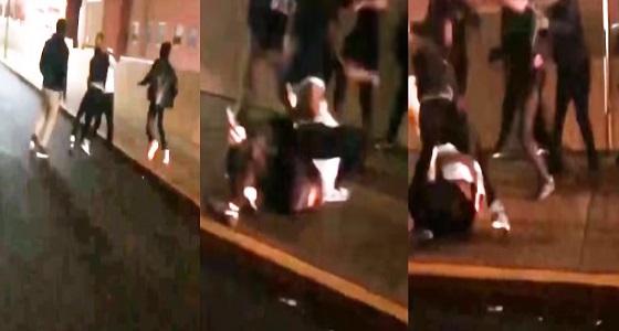 بالفيديو.. لاعبون يضربون مدربهم في الشارع