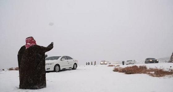 بالفيديو.. تساقط أمطار ثلجية على مدينة الدمام
