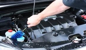 طريقة آمنة لتنظيف مجارى محرك السيارة