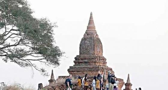 «فيلم إباحي» في معبد بوذي يثير الجدل