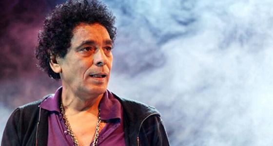 بالفيديو ..محمد منير: يوم وفاة أمي نسيت نفسي وغنيت في الحمام