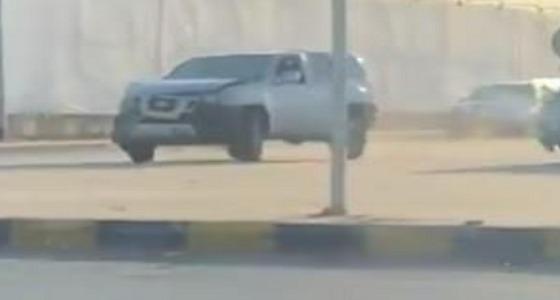 بالفيديو مطاردة وصدم متعمد بين سائقين على طريق الثمامة بالرياض