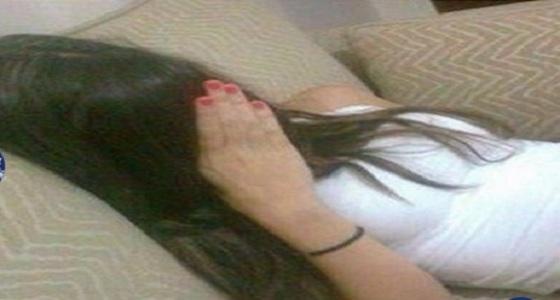 رجل يغتصب جارته بعد تخديرها أمام طفلها