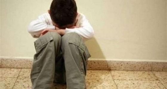 «شقاوة طفل» تعرضه للحبس في غرفة مُهينة