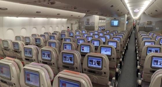طائرة تمنع الركاب من دخول المرحاض