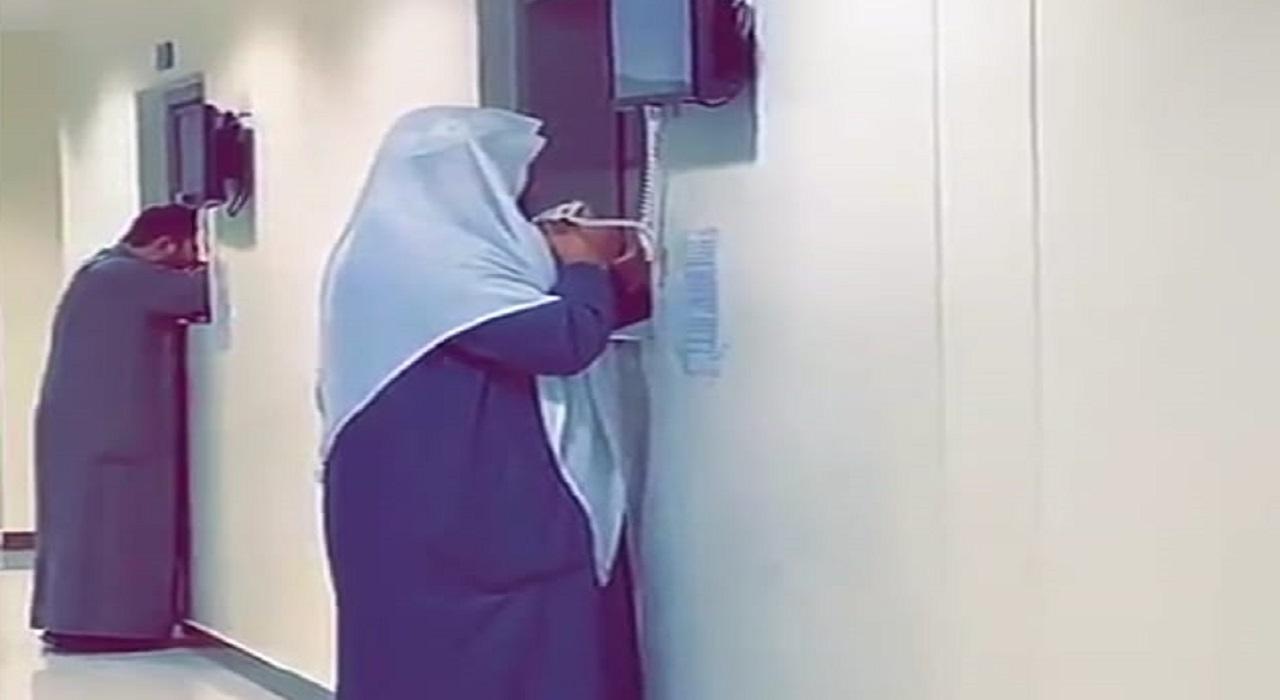 بالفيديو.. تلاوة مؤثرة لشيخ يقرأ القرآن الكريم للمرضى دون أن تربطه بهم أي علاقة
