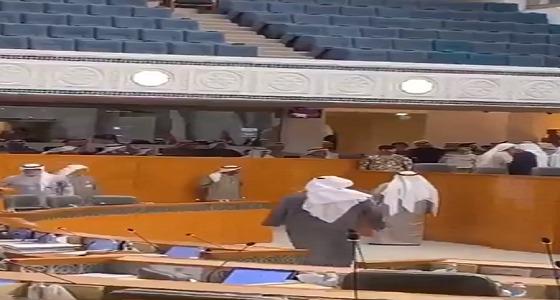 فيديو من مجلس الأمة الكويتي «ما أخليك تنام عند مرتك الليلة»