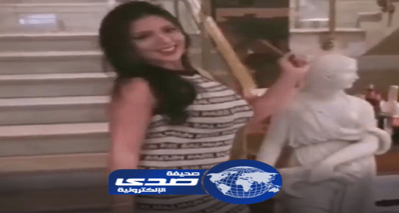 شاهد.. رانيا يوسف تستفز هاني شاكر بوصلة رقص ساخنة على «بنت الجيران»