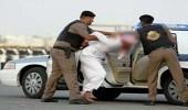 الإطاحة بشابين استعرضا تعاطيهما الحشيش في جدة