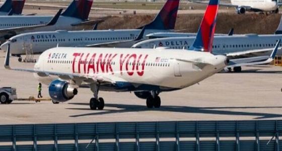 بالصور.. شركة طيران تكتب 90 ألف اسم لموظفيها وعبارة «Thank You» على طائرتها