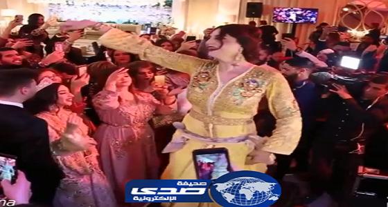 فيديو مثير لـ«متحولة جنسيا» ترقص في حفل زفاف