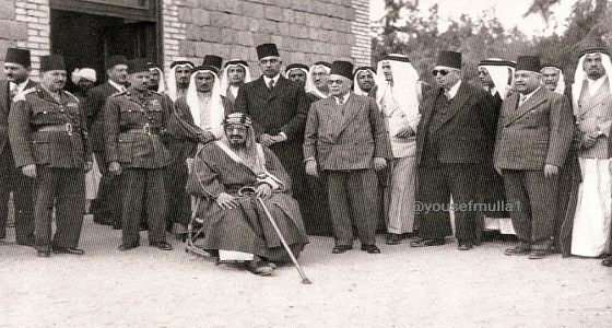 صور نادرة للملك عبدالعزيز وأخيه وأبناءه في مصر