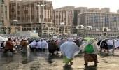 بالفيديو..الحرم المكي يتسقبل المصلين بزخات المطر