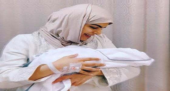 بالفيديو.. سارة الودعاني تكشف اللحظات الأولى من ولادة طفلها