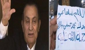 مقيم مصري يؤدي العمرة على روح حسني مبارك