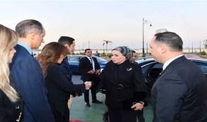 قرينة السيسي تقدم واجب العزاء في مبارك
