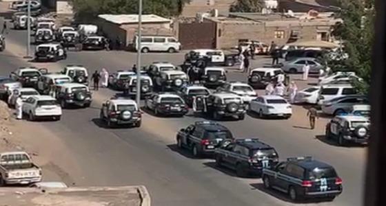 شاهد إطلاق نار على رجال أمن في المدينة المنورة