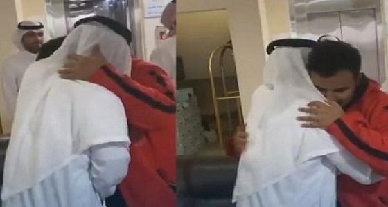 رد فعل والدة المخطوف نايف بعد رؤيته لأول مرة منذ 26 عاما