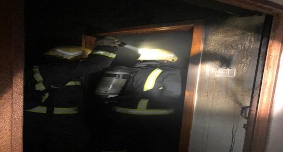 تماس كهربائي وراء حريق شقة بحي الرصراص(صور)