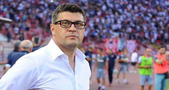 الأهلي يتوصل لاتفاق مع مدرب صربي لقيادة الفريق الأول