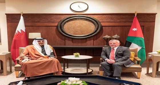 ملك الأردن يواجه تميم بتسجيل قديم لوالده يسب الملك الحسين والأخير يعتذر