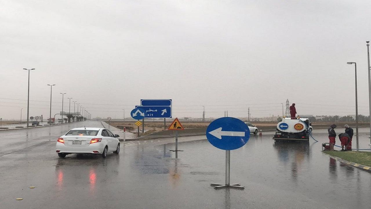 هطول أمطار على مدينة عرعر