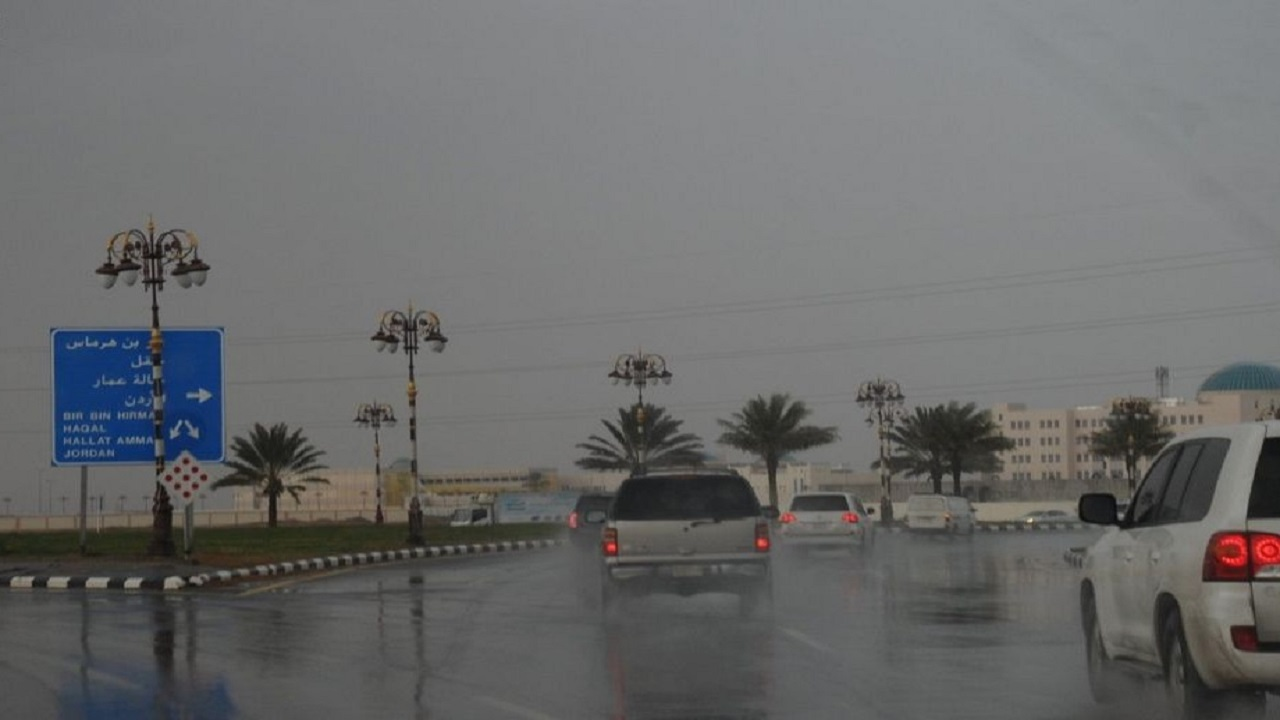 هطول أمطار متوسطة إلى غزيرة على تبوك