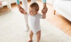 أسباب تقوس القدمين عند الأطفال وتأثيرها على المشي