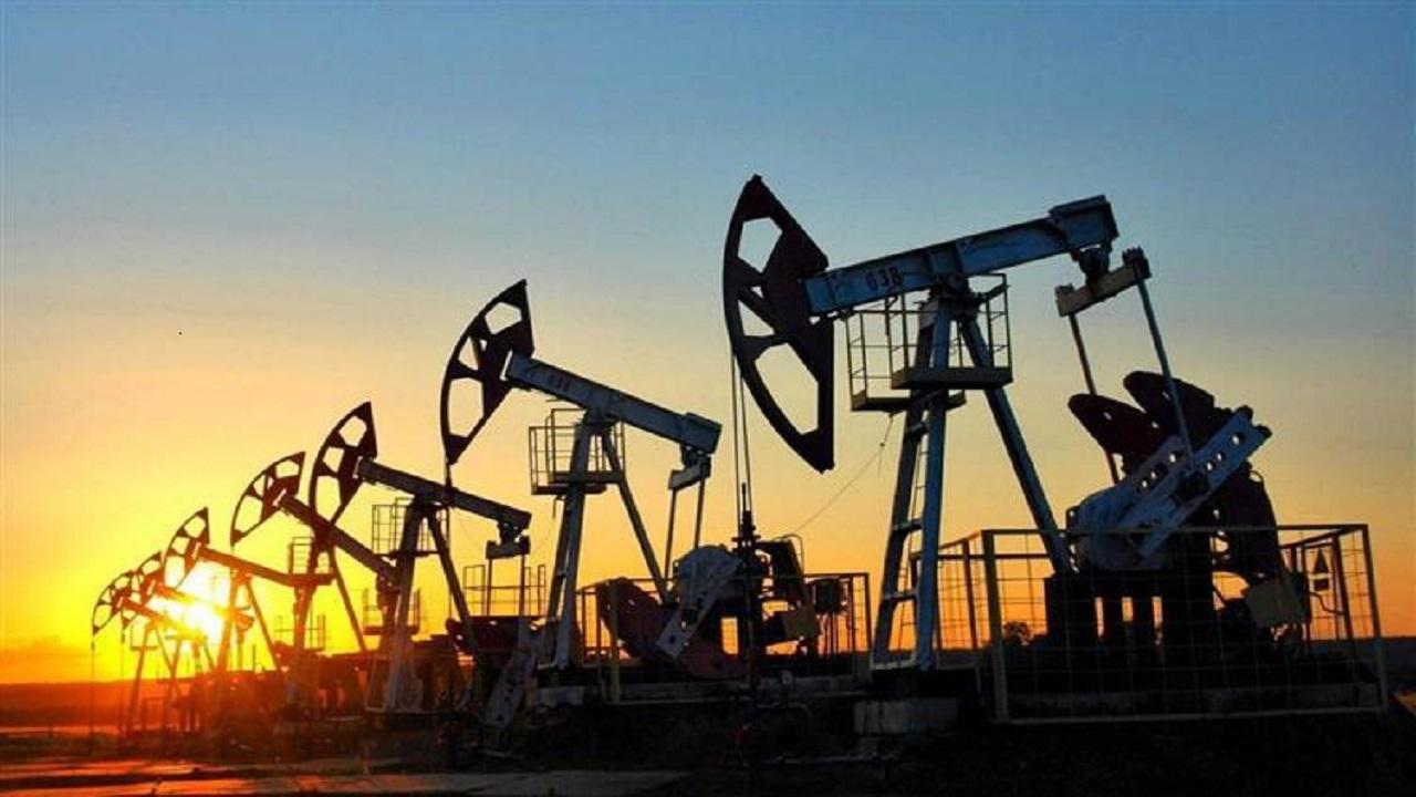 أسعار النفط تتراجع بعد إعلان الرئيس الأمريكي فرض قيود على الرحلات القادمة من أوروبا